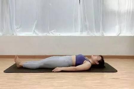 颈椎病的自我治疗方法,跟着瑜伽初入门教学视频来学习