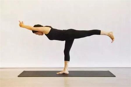 月经量少是什么原因,改善月经不调先练好瑜伽