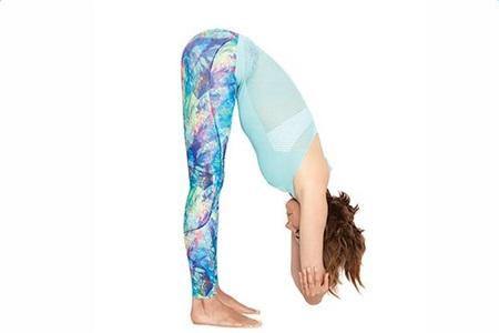 练习瑜伽动作能给我们带来什么好处,不只是强健的身体