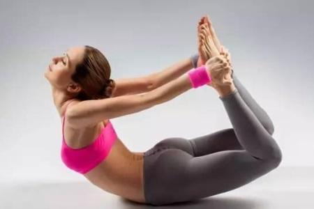 缓解疲劳又能暖身的瑜伽动作,难度不高但非常有效
