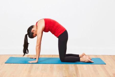 女性练习瑜伽注意协调性,三组瑜伽动作加强力量训练
