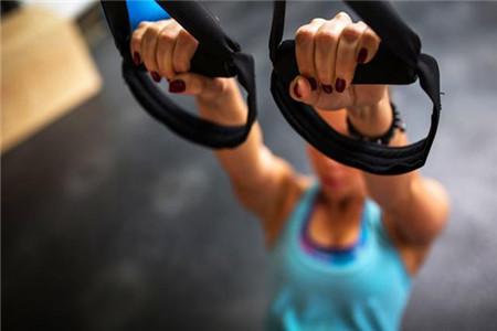 练习瑜伽排毒养颜,四个瑜伽动作让你越练越年轻