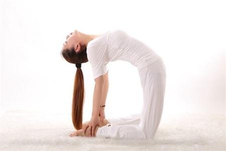瑜伽初入门教学视频,女性学会掰腿的正确姿势身材任性秀