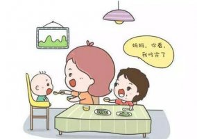如何杜绝宝宝边吃饭边玩玩具?